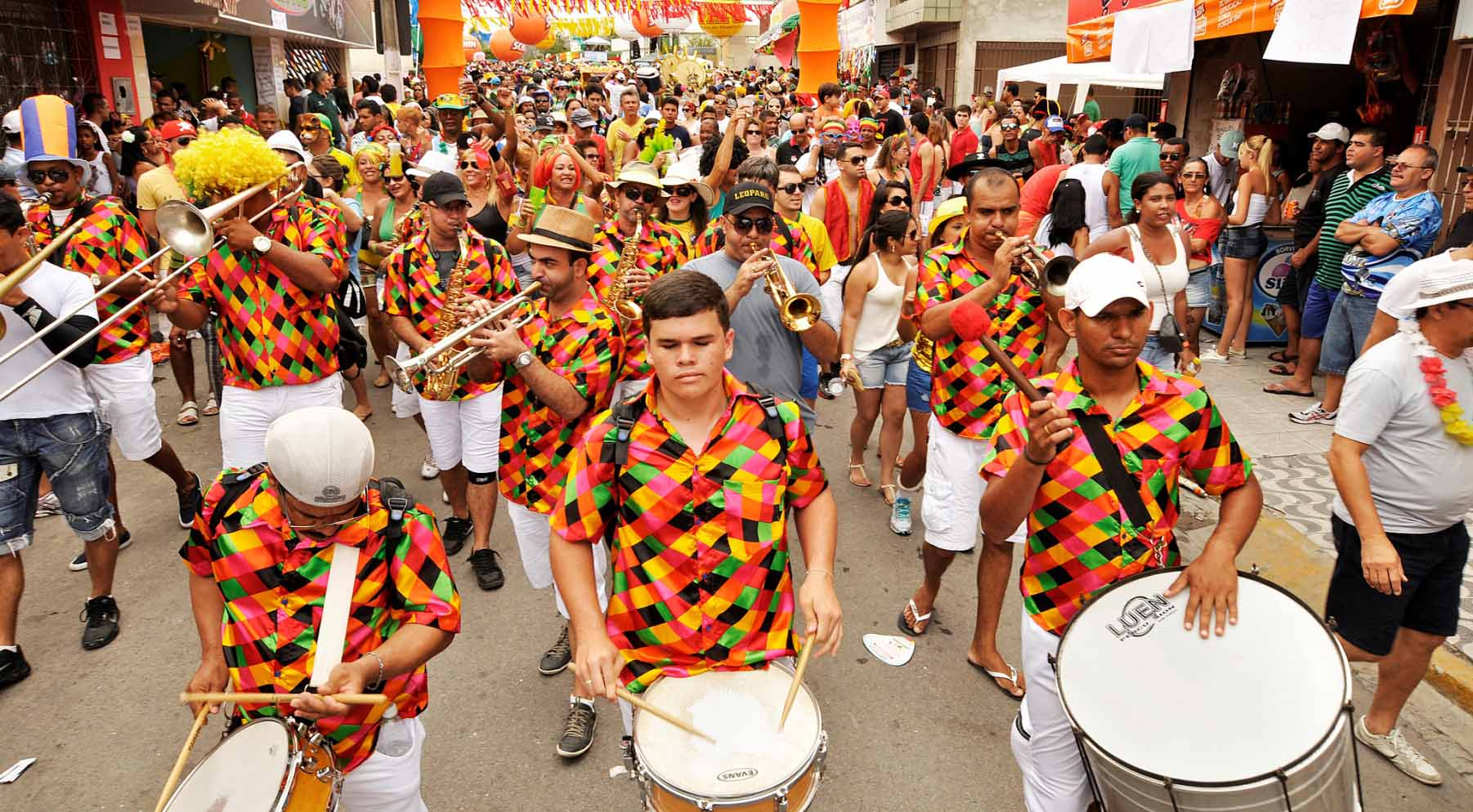 Bli med til karneval i Brasil