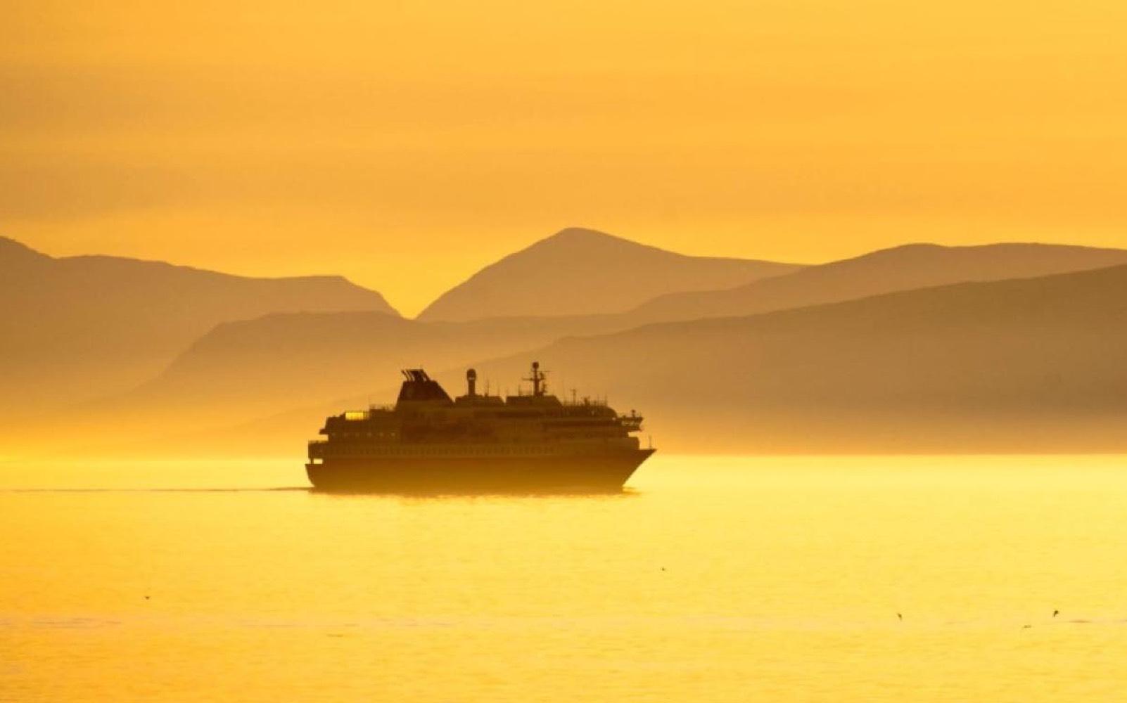 Mat-test på Hurtigruten; Dra til sjøs, for et måltid!