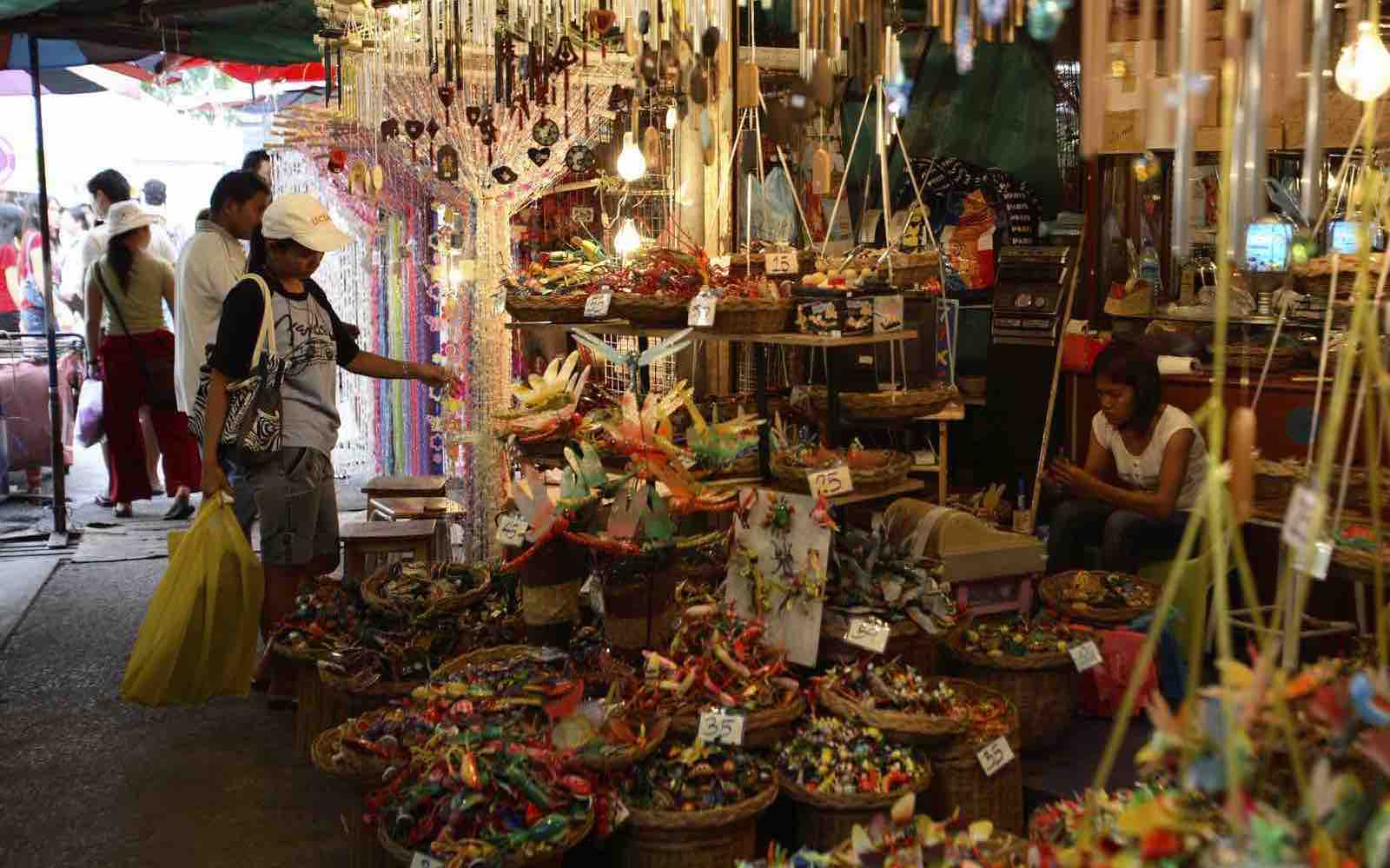 Markeder forteller hvordan folk lever i Bangkok