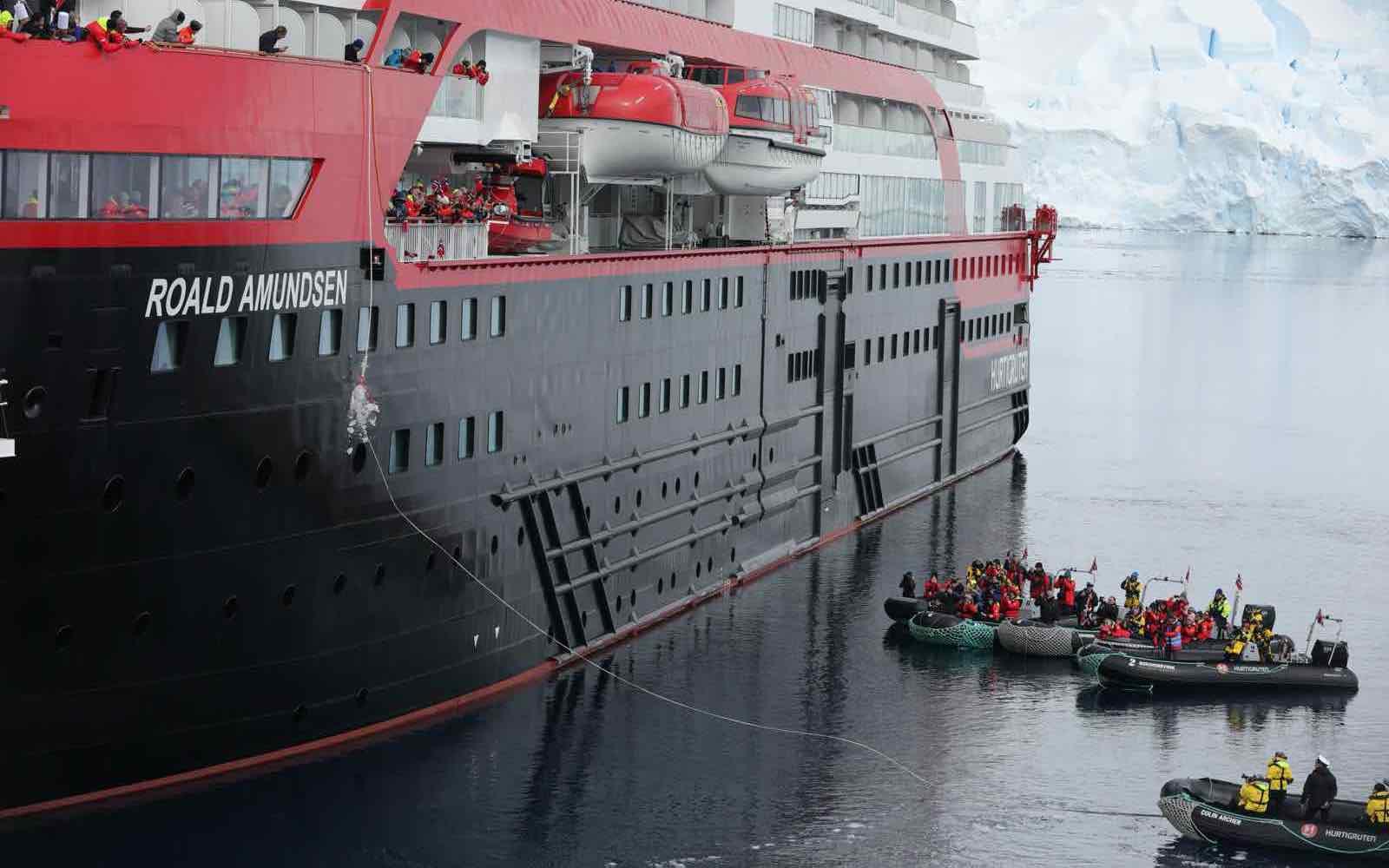 Roald Amundsen – første skip som er døpt i Antarktis