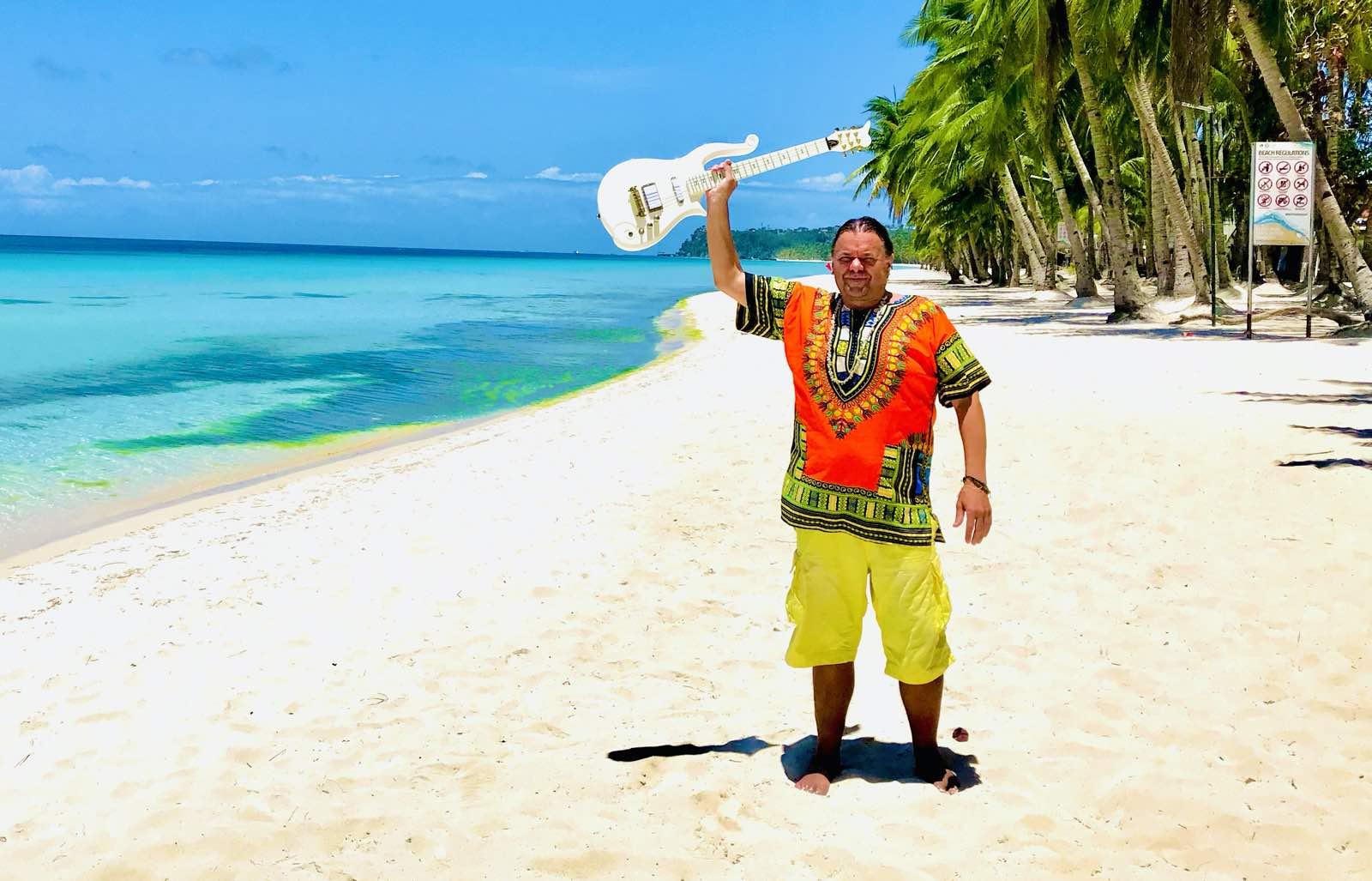 Geir strandet på Paradisøy – med gitar!