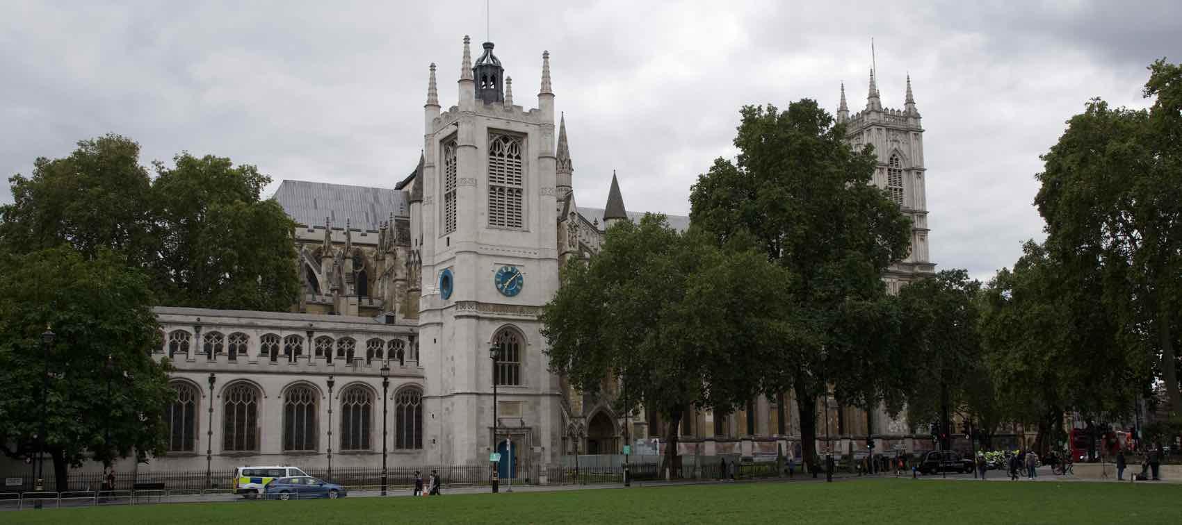 Westminster Abbey er inkludert i kongelige turer til fots i London