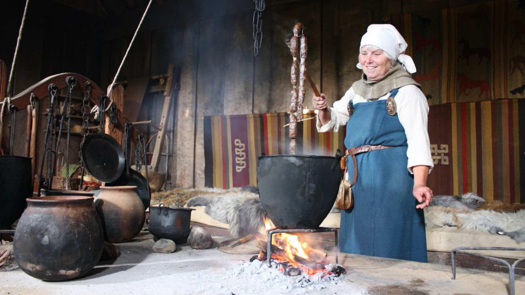 Gamle mat-tradisjoner følges opp på Ribe Vikingsenter.