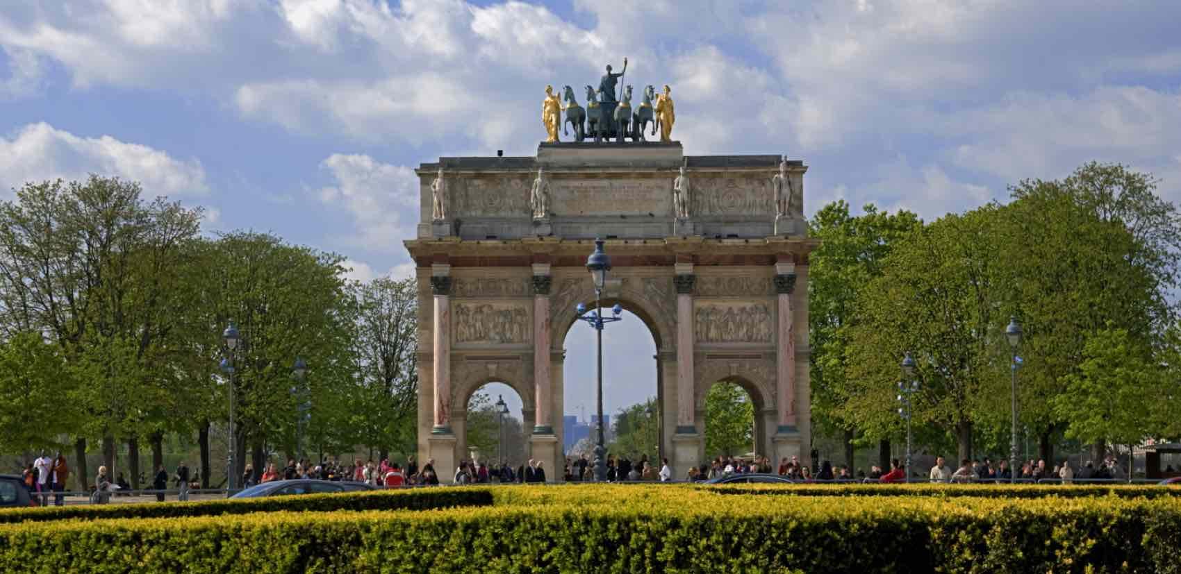 Triumfbuen, Arc de triomphe de l'Étoile, et monument på Place Charles de Gaulle i Paris, i Champs-Élysées' vestlige ende.