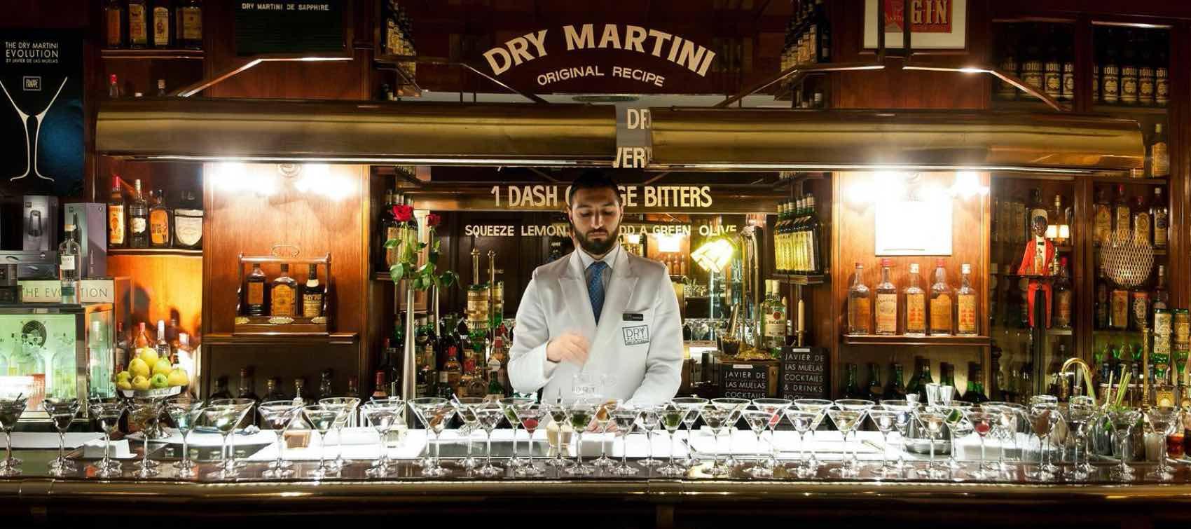 Hos Javier de Las Muelas cockail bar i Barcelona mikses ekte Dry Martini