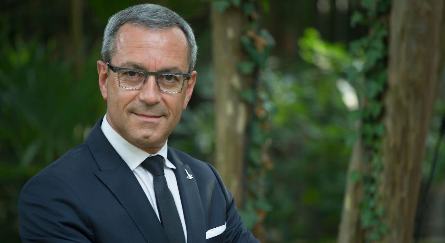 Kjellermester Francois Thibault gir ekspertråd for å lage ekte Dry Martini cocktail