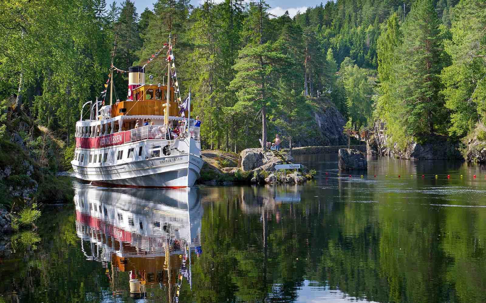 Bli med «Henrik Ibsen» på kanaltur i Telemark