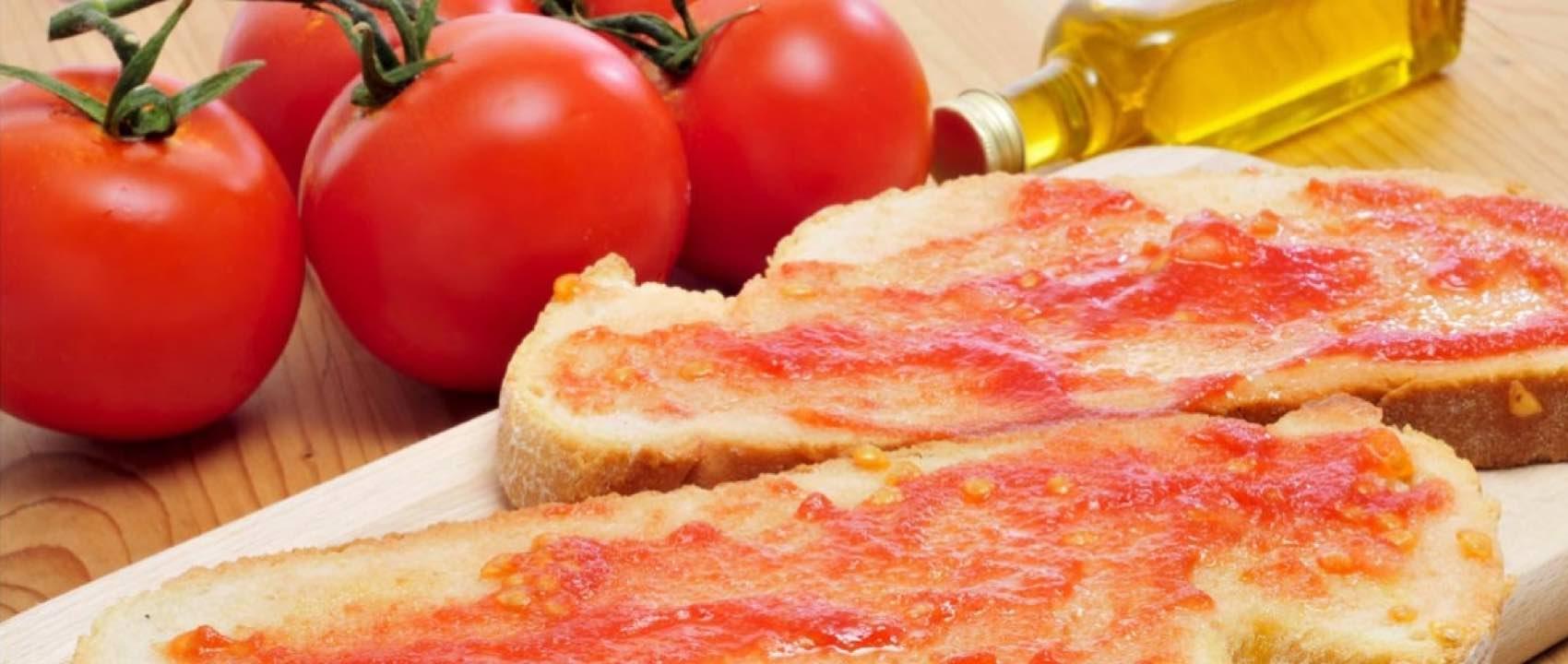 Pan tumaca er typisk for Catalonia, hvor det også er kjent som «pa amb tomàquet»