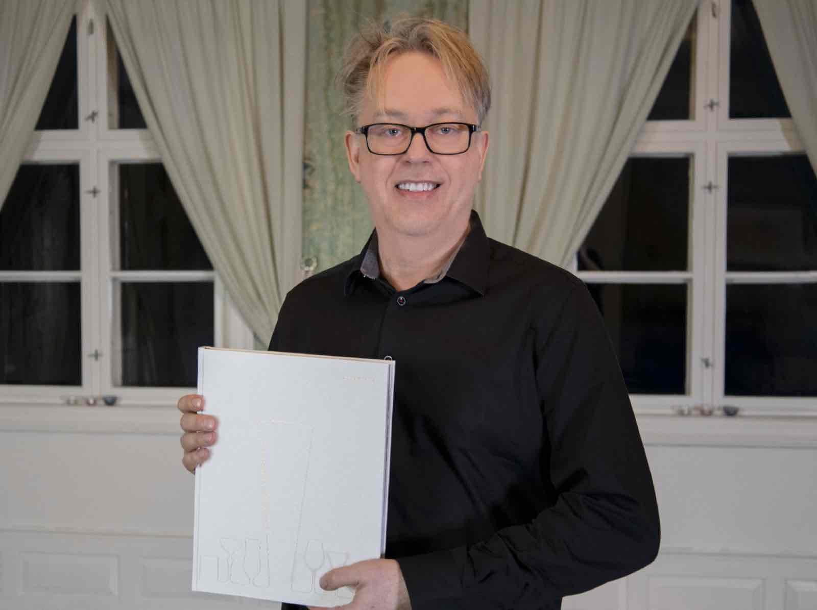 Vert på Kvisle Herregård: Per Magnus Haig, nå med bok om kunsten å lage cocktail, hele 300 varianter.