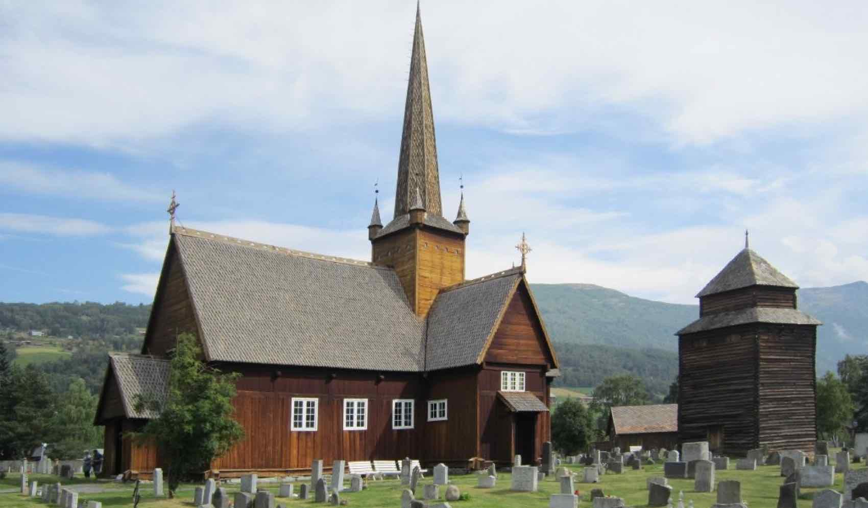 Vågå Kirke - en annen grunn til å legge turen innom bygda