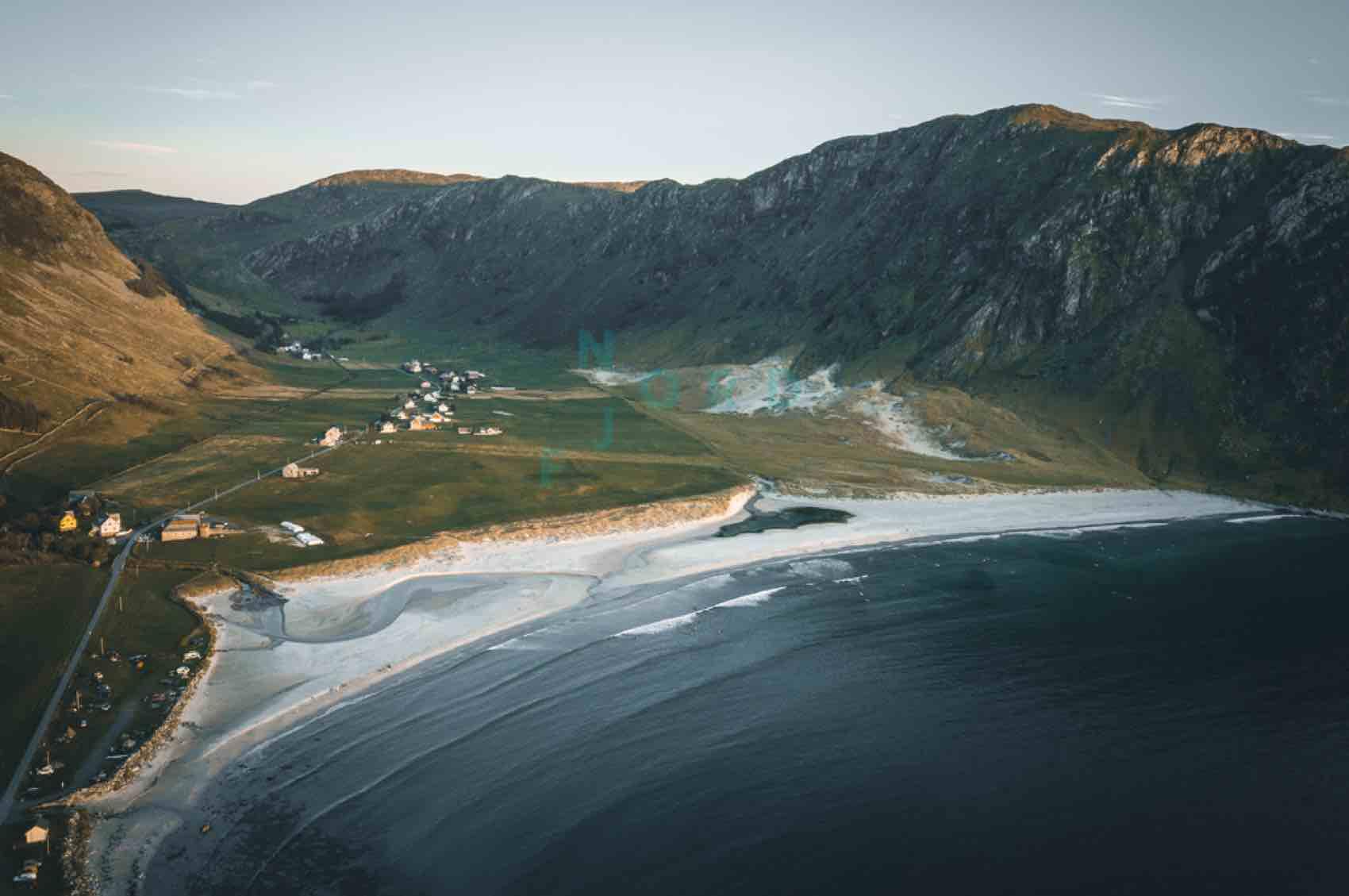 Hoddevik strand med hvit sand - ei lita bygd som er på surfernes kart
